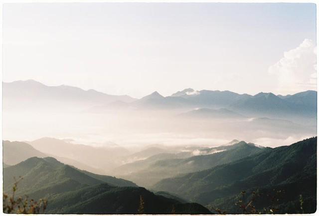 Cách Hà Nội chỉ 270 km, có một chốn núi rừng mang tên Bình Liêu dành cho người bận rộn: Cũng có ruộng bậc thang và đồng cỏ lau đẹp chẳng kém Hà Giang - Ảnh 5.