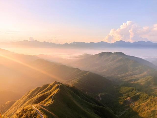 Cách Hà Nội chỉ 270 km, có một chốn núi rừng mang tên Bình Liêu dành cho người bận rộn: Cũng có ruộng bậc thang và đồng cỏ lau đẹp chẳng kém Hà Giang - Ảnh 2.