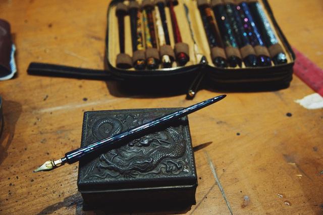 Sống bằng đam mê: Cựu sinh viên FTU rẽ ngang sang nghề viết chữ, đến nay thành nghệ nhân calligraphy số 1 Việt Nam  - Ảnh 11.