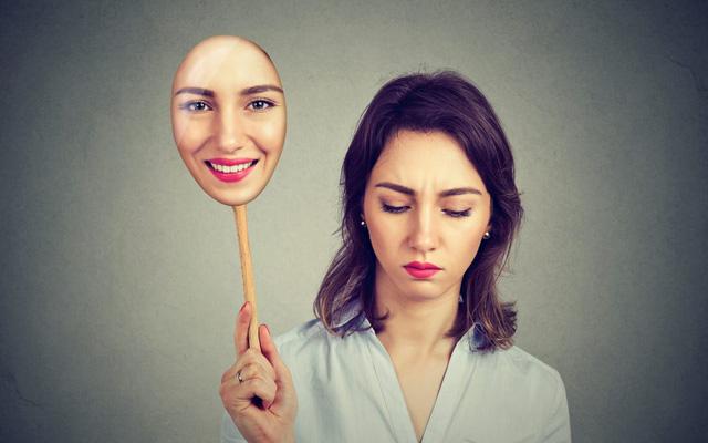 Hội chứng trầm cảm cười: Khi đằng sau nụ cười hạnh phúc là những nỗi đau không ai thấu - Ảnh 3.