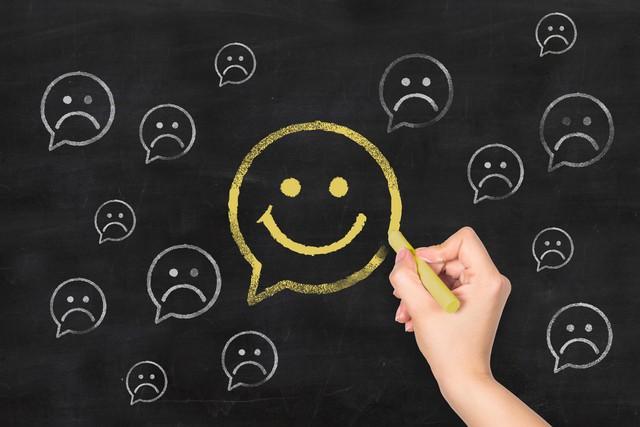 Hội chứng trầm cảm cười: Khi đằng sau nụ cười hạnh phúc là những nỗi đau không ai thấu - Ảnh 2.