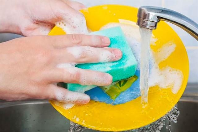 """Không phải nhà tắm hay tay nắm cửa, nhà bếp mới thực sự là """"ổ chứa bệnh"""": Số 4 tưởng chừng diệt vi khuẩn hóa ra không phải vậy - Ảnh 1."""