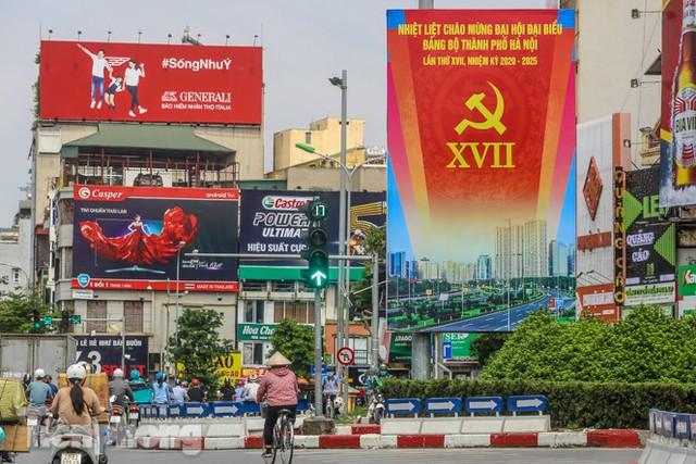 Phố phường rợp cờ hoa chào mừng 1010 năm Thăng Long - Hà Nội - Ảnh 1.