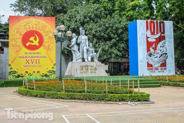 Phố phường rợp cờ hoa chào mừng 1010 năm Thăng Long - Hà Nội - Ảnh 13.