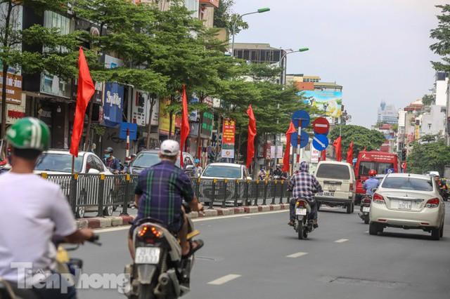 Phố phường rợp cờ hoa chào mừng 1010 năm Thăng Long - Hà Nội - Ảnh 14.