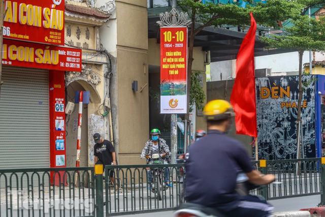 Phố phường rợp cờ hoa chào mừng 1010 năm Thăng Long - Hà Nội - Ảnh 15.