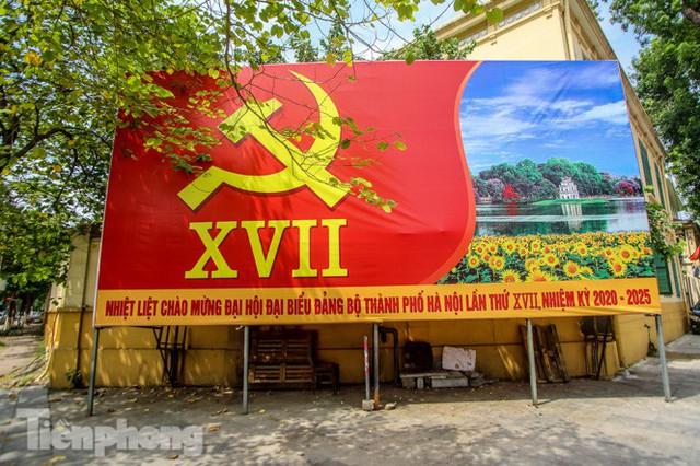 Phố phường rợp cờ hoa chào mừng 1010 năm Thăng Long - Hà Nội - Ảnh 3.