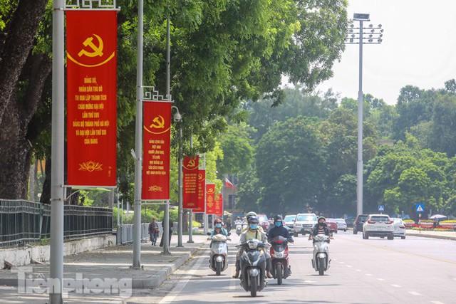 Phố phường rợp cờ hoa chào mừng 1010 năm Thăng Long - Hà Nội - Ảnh 5.