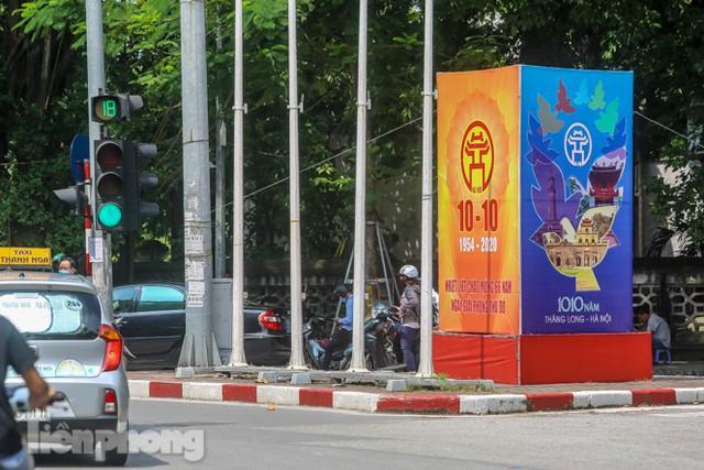 Phố phường rợp cờ hoa chào mừng 1010 năm Thăng Long - Hà Nội - Ảnh 6.