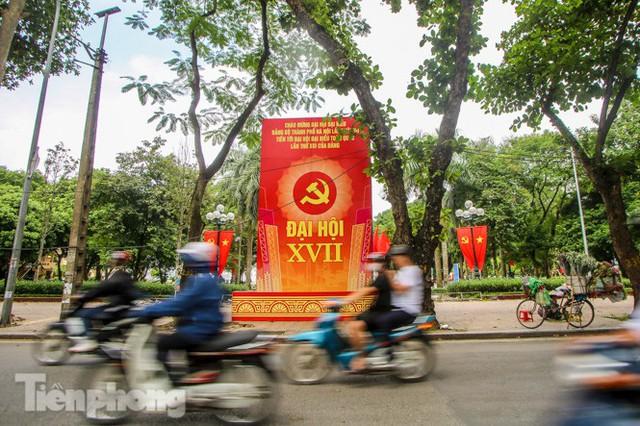 Phố phường rợp cờ hoa chào mừng 1010 năm Thăng Long - Hà Nội - Ảnh 7.