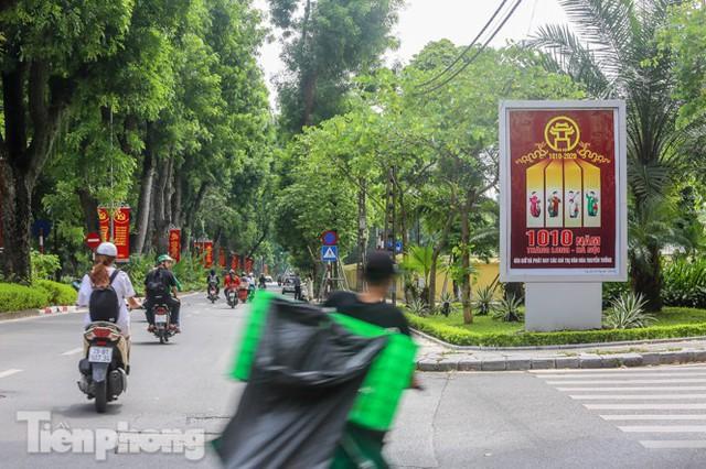 Phố phường rợp cờ hoa chào mừng 1010 năm Thăng Long - Hà Nội - Ảnh 8.