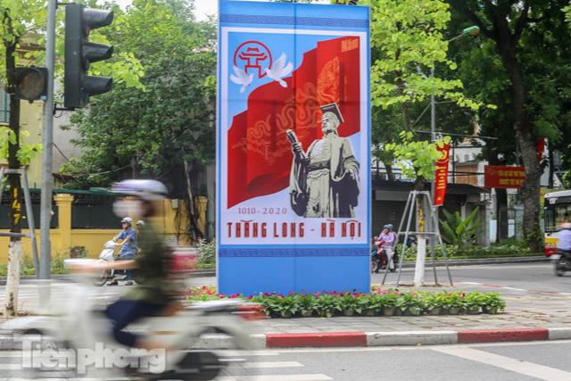 Phố phường rợp cờ hoa chào mừng 1010 năm Thăng Long - Hà Nội - Ảnh 9.