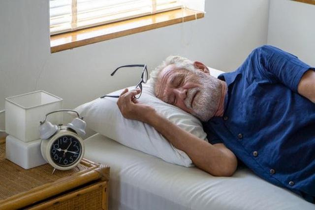 Trước tuổi 50, có 6 điều nhất định phải trở thành thói quen để tuổi già mạnh khỏe: Nửa đời sau vui khỏe hay chật vật vì bệnh tật đều do bạn quyết định - Ảnh 2.
