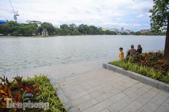 Diện mạo hồ Hoàn Kiếm sau 5 tháng chỉnh trang - Ảnh 12.