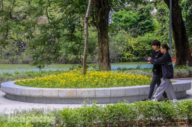 Diện mạo hồ Hoàn Kiếm sau 5 tháng chỉnh trang - Ảnh 19.