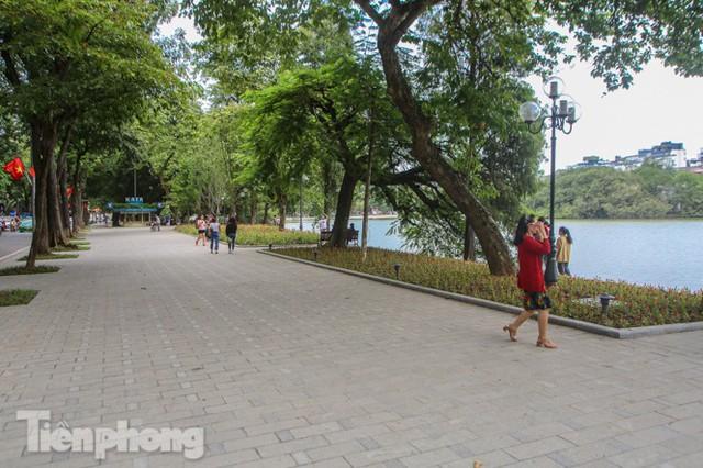 Diện mạo hồ Hoàn Kiếm sau 5 tháng chỉnh trang - Ảnh 6.