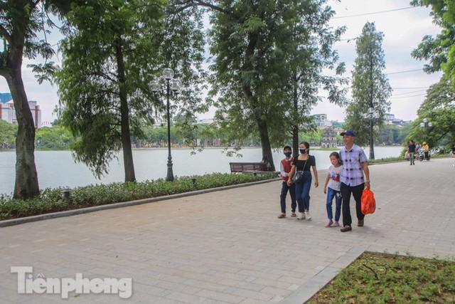 Diện mạo hồ Hoàn Kiếm sau 5 tháng chỉnh trang - Ảnh 7.