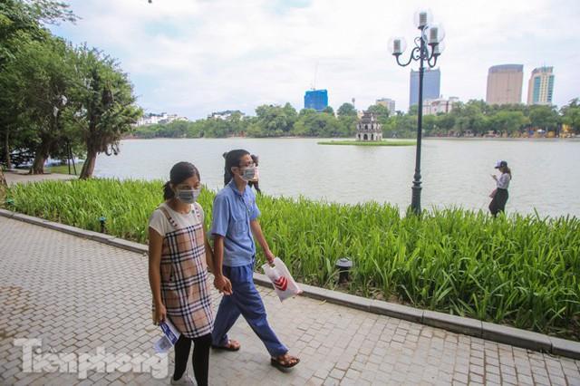 Diện mạo hồ Hoàn Kiếm sau 5 tháng chỉnh trang - Ảnh 8.