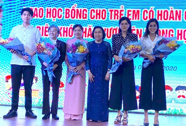 Rich kid Tiên Nguyễn mới 24 tuổi đã nhận danh hiệu Doanh nhân TP.HCM tiêu biểu 2020, xem những điều cô và công ty của gia đình đã làm suốt thời điểm dịch Covid-19 còn bất ngờ hơn! - Ảnh 6.