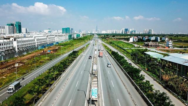 10 năm tới, cần 300.000 tỉ đồng cho giao thông khu Đông Sài Gòn - Ảnh 1.