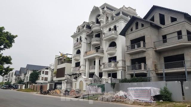 Hà Nội yêu cầu 7 quận, huyện xử lý cán bộ để vi phạm xây dựng, đất đai - Ảnh 2.