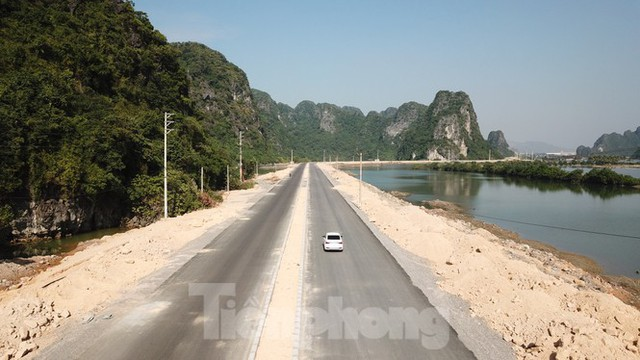 Trên công trường thi công đường bao biển hơn 2.000 tỷ nối TP Hạ Long - Cẩm Phả - Ảnh 3.