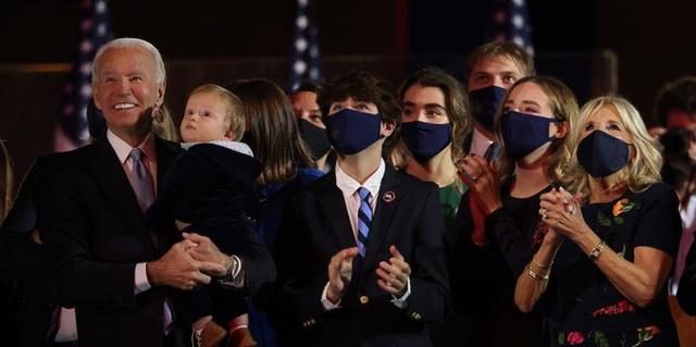 Cháu trai 14 tuổi của ông Joe Biden: Chiều cao khủng và ngoại hình cuốn hút, đủ chuẩn soán ngôi Hoàng tử Nhà Trắng Barron Trump - Ảnh 3.