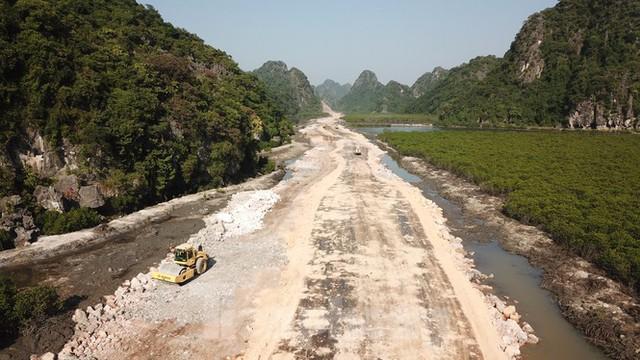 Trên công trường thi công đường bao biển hơn 2.000 tỷ nối TP Hạ Long - Cẩm Phả - Ảnh 4.