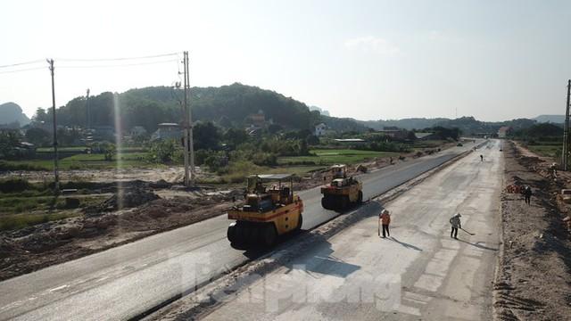 Trên công trường thi công đường bao biển hơn 2.000 tỷ nối TP Hạ Long - Cẩm Phả - Ảnh 5.