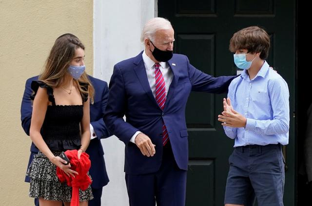 Cháu trai 14 tuổi của ông Joe Biden: Chiều cao khủng và ngoại hình cuốn hút, đủ chuẩn soán ngôi Hoàng tử Nhà Trắng Barron Trump - Ảnh 6.