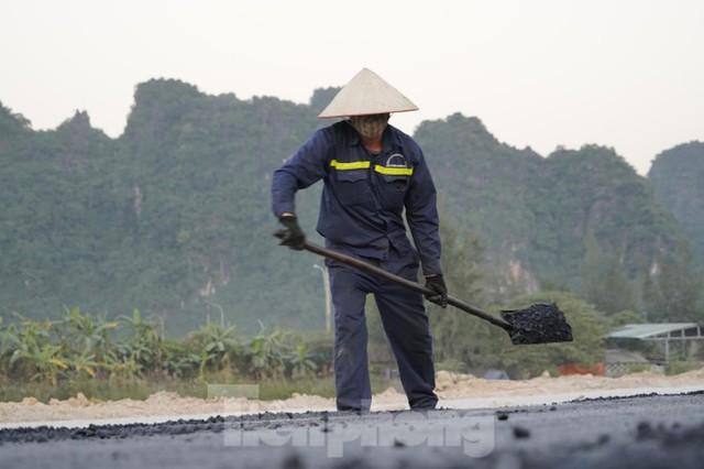 Trên công trường thi công đường bao biển hơn 2.000 tỷ nối TP Hạ Long - Cẩm Phả - Ảnh 8.