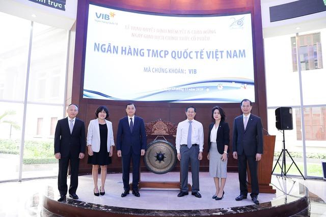 Gần 1 tỷ cổ phiếu VIB chính thức niêm yết trên sàn HoSE - Ảnh 1.