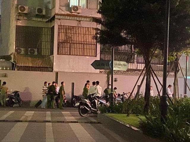 Người ngoại quốc tử vong nghi rơi từ tầng cao chung cư ở Sài Gòn - Ảnh 1.