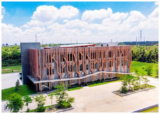 Trường đại học sang chảnh nhất miền Tây: Đầu tư hẳn một khu vực gần 60 nghìn tỷ đồng, sinh viên sốt rần rần thi nhau đến sống ảo - Ảnh 1.