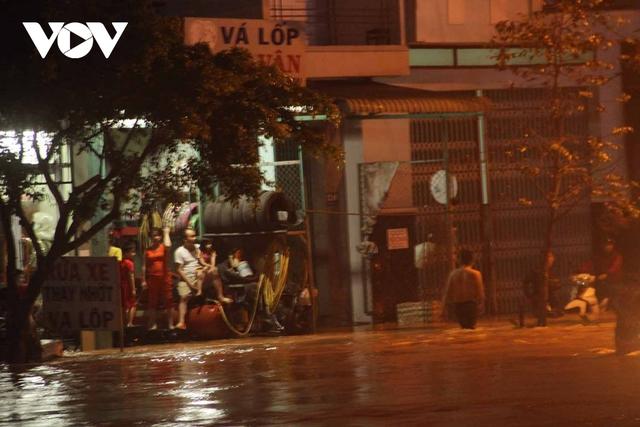 Bình Định: Nước lũ đổ về gây ngập cửa ngõ vào thành phố Quy Nhơn  - Ảnh 5.