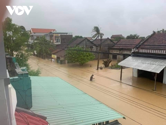 Bình Định: Nước lũ đổ về gây ngập cửa ngõ vào thành phố Quy Nhơn  - Ảnh 8.
