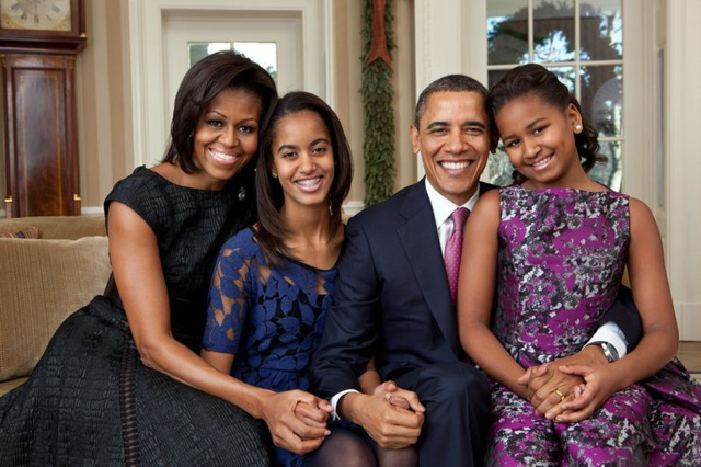 """Sau gần 30 năm kết hôn, lần đầu tiên Michelle Obama tiết lộ: """"Đã có lúc muốn đẩy chồng ra ngoài cửa sổ"""" - Ảnh 2."""