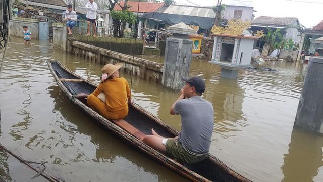 Hồ thủy lợi, thủy điện xả nước, nhiều nơi ở Huế ngập nặng dù trời không mưa  - Ảnh 1.
