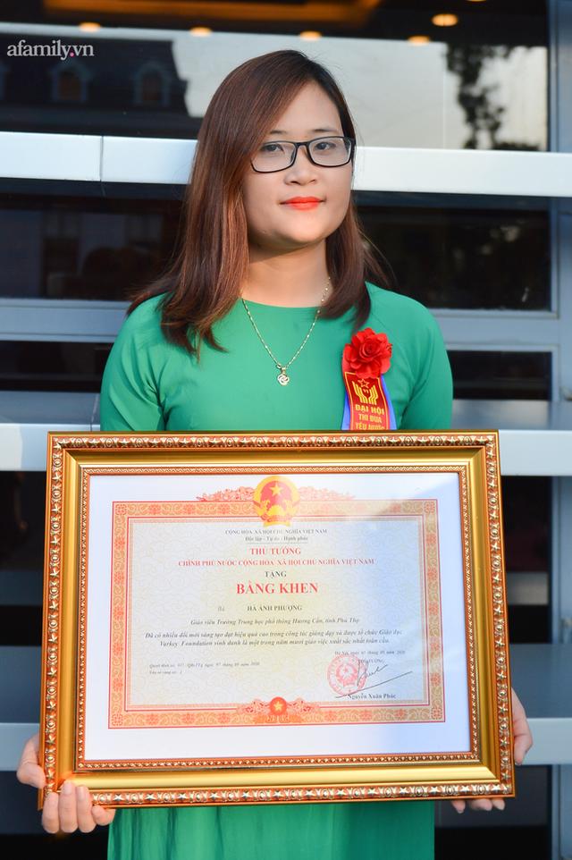 Cô giáo Mường có lớp học xuyên biên giới, lọt top 10 giáo viên xuất sắc toàn cầu, được nhận bằng khen của Thủ tướng Chính phủ - Ảnh 1.