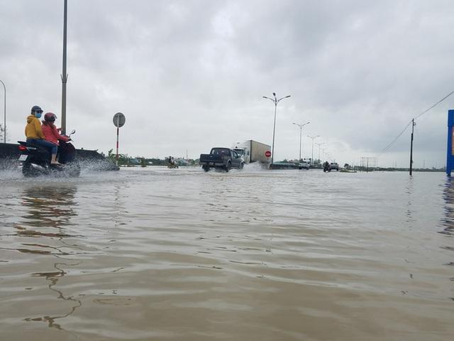 Hồ thủy lợi, thủy điện xả nước, nhiều nơi ở Huế ngập nặng dù trời không mưa  - Ảnh 12.