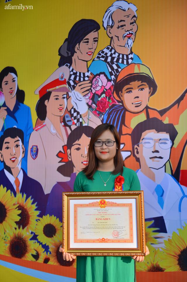 Cô giáo Mường có lớp học xuyên biên giới, lọt top 10 giáo viên xuất sắc toàn cầu, được nhận bằng khen của Thủ tướng Chính phủ - Ảnh 6.