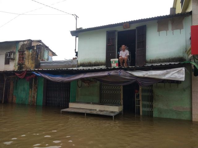 Hồ thủy lợi, thủy điện xả nước, nhiều nơi ở Huế ngập nặng dù trời không mưa  - Ảnh 7.