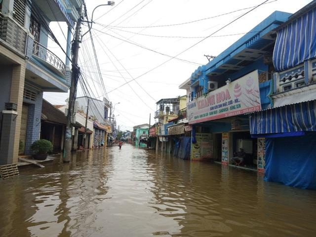 Hồ thủy lợi, thủy điện xả nước, nhiều nơi ở Huế ngập nặng dù trời không mưa  - Ảnh 8.