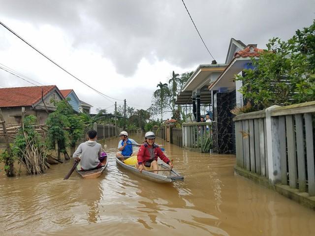 Hồ thủy lợi, thủy điện xả nước, nhiều nơi ở Huế ngập nặng dù trời không mưa  - Ảnh 10.