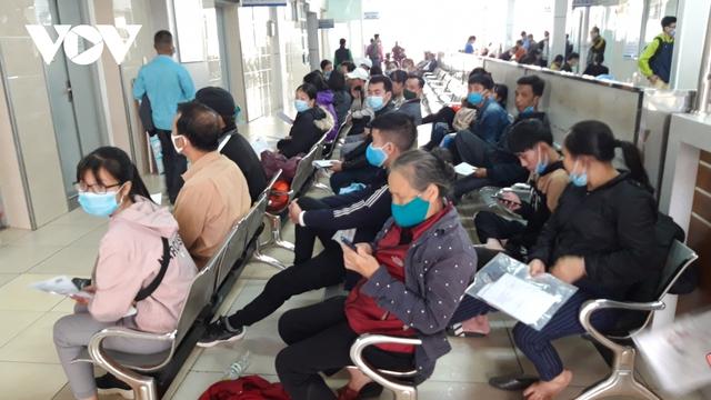 Hà Nội bắt buộc đeo khẩu trang nơi công cộng: Người dân đang chấp hành tốt - Ảnh 2.