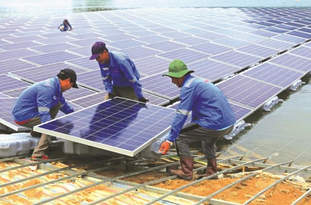 Những dự án điện mặt trời trên mặt nước nghìn tỷ đồng ở Việt Nam - Ảnh 1.