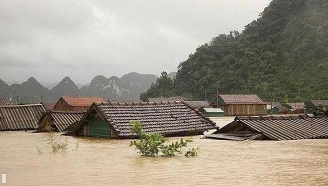 Thiệt hại kinh tế do các cơn bão gần đây ở miền Trung lên tới 1,3 tỷ USD - Ảnh 1.
