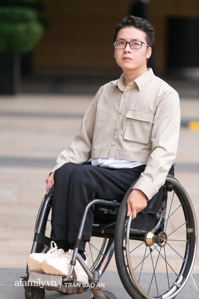 """Chàng trai đi phượt bằng xe lăn, chinh phục những con đèo hiểm trở nhất Việt Nam: """"Mất 10 năm định nghĩa hai từ """"tự do"""" bằng cách chưa ai từng làm!"""" - Ảnh 1."""