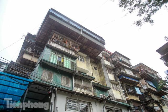 Tận thấy khu chung cư trước nguy cơ sập đổ ở giữa Thủ đô  - Ảnh 12.