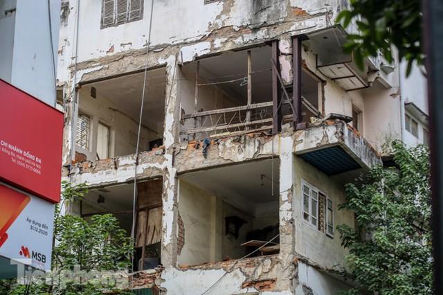 Tận thấy khu chung cư trước nguy cơ sập đổ ở giữa Thủ đô  - Ảnh 3.